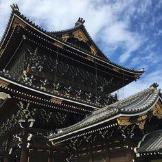 One more of the Higashi Honganji temple complex... #kyoto #japan #buddhist #temple #woodwork #metalwork #calm #serene de thefigure5
