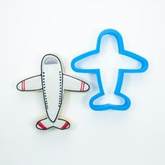 Our high-quality, printed airplane cookie cutter comes in 4 sizes! Custom cookie cutters available for any occasion. Summer Cookies, Mini Cookies, Cute Cookies, Mini Cookie Cutters, Custom Cookie Cutters, Sugar Cookie Royal Icing, Cookie Frosting, Airplane Cookies, Strawberry Cookies