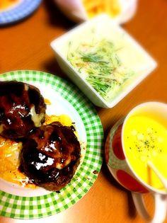ホワイトデーのお返しに、旦那さん手作り晩ご飯♡ - 10件のもぐもぐ - チーズハンバーグ&海老と水菜のサラダ by mika0116