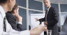Visión, misión, objetivos y estrategia corporativa. La mayoría de las empresas tienen filosofías y metas básicas para dar forma a las empresas de manera estratégica. Los fundadores y ejecutivos de las empresas establecen el tono para un negocio ofreciendo su visión de la dirección estratégica y social de la empresa. La declaración de misión de la empresa destila la visión en términos más factibles ...