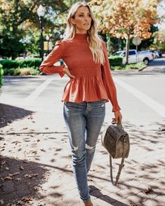 Fashion Blouses to look Stylish - Travel Outfits Winter Dress Outfits, Spring Outfits Women, Casual Outfits, Fashion Outfits, Fashion Blouses, Evening Outfits, Casual Clothes, Fashion 2017, Fashion Pants