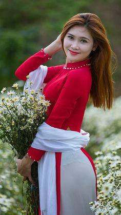 "The Ao Dai is a Vietnamese Traditional GarmentThe Vietnamese ""Ao Dai"", the long gown worn with trousers by Vietnamese women, has become the symbol of the Vietnamese feminine beauty, an.Hình Girl High Resolution - Page ☼ ριητεrεsτ Beautiful Asian Women, Beautiful Indian Actress, Sexy Outfits, Sexy Dresses, Cute Asian Girls, Ao Dai, Asian Fashion, Fashion Hair, Sexy Women"