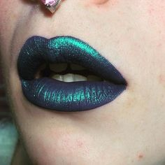 For anyone who maybe wanted a better photo of my lip combo today I used @jeffreestarcosmetics