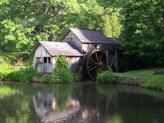 Floyd, VA The most recognizable landmark is Mabry's Mill (milepost Constructed in this gristmill is a picturesque piece of American history. Floyd Virginia, Great Falls Park, Places To Travel, Places To Go, Luray Caverns, Virginia Vacation, Blue Ridge Parkway, Mountain Homes, The Draw