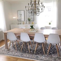 The marble tray of @designbymadde makes a perfect addition to her lovely dining room | Sale on now @immyandindi with marble trays from $89 ✔️✔️✔️