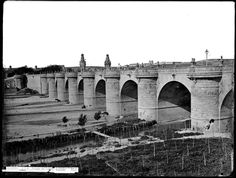Huertos en el Puente  de Toledo  MADRID Foto Madrid, Brooklyn Bridge, Taj Mahal, Louvre, Villa, The Originals, History, Building, Photography