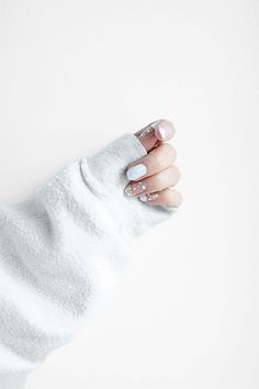 Love Aesthetics x Dutch Vogue Speckled nails | @andwhatelse