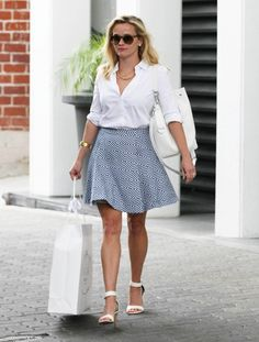 Looking like a movie star: Reese Witherspoon stepped out in Beverly Hills on Wednesday loo. pretty style for Reese Witherspoon Celebrity Style Inspiration, Mode Inspiration, Spring Summer Fashion, Spring Outfits, Reese Witherspoon Style, Reese Witherspoon Tattoo, Mode Bcbg, Preppy Style, My Style