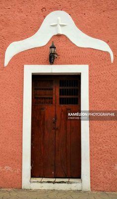 Porte en bois dune maison coloniale