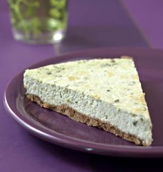 Davantage connu en version sucrée, le cheesecake n'en est pas moins délicieux en version salée. J'ai voulu tester cette recette aux herbes fraîches, que je vous recommande absolument !
