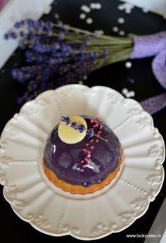 mini dome cake cu mousse zmeura glazura oglinda si biscuite fraged