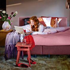 Auping #bedden #Kleur in de #slaapkamer  Kleuren in de slaapkamer zijn heel persoonlijk. Koninklijke #Auping bv heeft met de nieuwe eigentijdse stoffencollectie aan iedereen gedacht. Of je nu houdt van een uitbundige kleur als dieprood of een meer ingetogen kleur zoals koper. Bij Auping staat kleur centraal, net als bij de internationale modetrends die Auping op de voet volgt Meer informative over #bedden en #interieurtrends: http://www.wonenwonen.nl/bedden/auping-bedden/6609