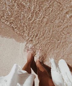 Feet in the Sand, Clear Water, Summer Vibes Beige Aesthetic, Summer Aesthetic, Nature Aesthetic, Summer Feeling, Summer Vibes, Summer Days, Summer Beach, Shooting Photo, Foto Pose