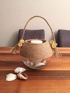 We have talked in the past about DIY decorations and rope crafts. So today we have some new unique DIY ideas with rope decoration. Diy Bottle, Bottle Art, Bottle Crafts, Jute Crafts, Diy Home Crafts, Upcycled Crafts, Seashell Crafts, Beach Crafts, Sisal