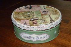 Caja de Galletas decorada con decoupage, tela y puntillas.