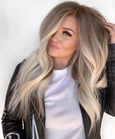 Beautiful Blends Of Balayage Ombre Hair Colors for 2019 Find here gorgeous blends and shades of balayage hair colors to wear in year Balayage has become most famous and popular hair color among ladies nowadays just because of its charming look. Ombre Hair Color, Hair Color Balayage, Fall Blonde Hair Color, Haircolor, Cool Toned Blonde Hair, Winter Blonde Hair, Blonde Hair Goals, Beautiful Blonde Hair, Hair Color For Fair Skin