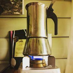 Coffee! #Kaffebox FTW! #kaffe #coffee #svartkaffe #blackcoffee #kaffeporno #coffeeporn #ferskkaffe #freshcoffee #kaffebox #trangia #spiritburner #bialetti #stovepox #rødsprit #lippekaffe by gurulogen