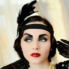 Roaring 20s Flapper Hair and Makeup