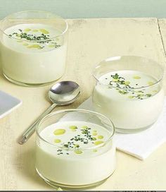 Receta de Ajo Blanco, realizado con Aceite de Oliva Virgen Extra y almendras. Tomar muy frío. Para gourmets acalorados. Ideal para el verano.
