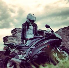 Black on Black bike Lady Biker, Biker Girl, Quad, Cafe Racer Girl, Yamaha R6, Best Car Insurance, Sportbikes, Biker Chick, Bike Life