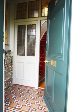 front door >> Grainne and Ian's Characterful Collection in Edinburgh