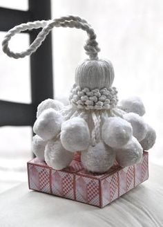 Pretty white tassel, perfect for a white Christmas~❥