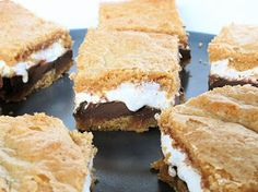 S'mores Cookie Bars - Oh my these look tasty :) Just Desserts, Delicious Desserts, Dessert Recipes, Yummy Food, Dessert Healthy, Creative Desserts, Bar Recipes, Sweet Desserts, Drink Recipes