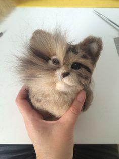 Wool Needle Felting, Needle Felting Tutorials, Needle Felted Animals, Felt Animals, Crafting With Cat Hair, 3d Figures, Felt Cat, Animal Heads, Diy Doll