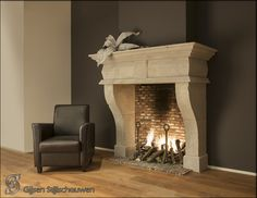 prachtige schouw - mooi vlammenspel - totale combi kleuren - love it so much Houses In France, Fire Surround, Limestone Fireplace, French Farmhouse, Fireplace Design, Decoration, Fireplaces, My Dream Home, Interior Design
