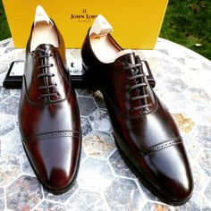 As price rises the more people would want of the commodity. We call these Giffen Goods. And John Lobb's are no exception. Never miss a pair of Vass using tags: #Menstyle #AscotShoes #MenShoe #VassCharm #VassLondon —————————————— #ShoeMaker...