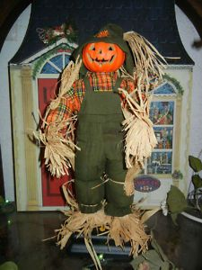 Animated halloween props texas chainsaw massacre and for Animated scarecrow decoration
