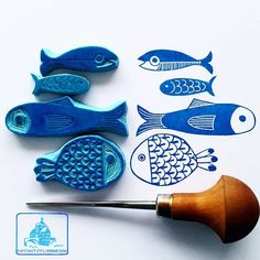 Four fishes for day four of – ? – try to say that four times very fast. you never can have enough fishes… Four fishes for day four of – ? – try to say that four times very fast. you never can have enough fishes… The Face in . Stamp Printing, Printing On Fabric, Screen Printing, Silkscreen, Eraser Stamp, Stamp Carving, Fabric Stamping, Handmade Stamps, Linoprint