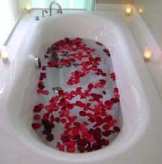 Banho para atrair homem Quer atrair um homem? Quer chamar a atenção de um homem em especial? Com banhos de flores é possível ficar tão sedutora quanto uma