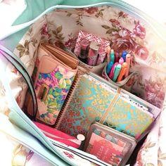 Me encantan éstas imágenes, porque me dan ideas de cómo puedo organizar u ordenar mi mochila/bolsa para la escuela.