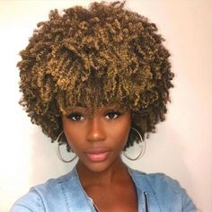15 fall hair colors & ideas using only temporary hair dye that comes off after one wash. Suitable for anyone who wants a different hair color everyday. Mixed Girl Curly Hair, Dyed Curly Hair, Dyed Natural Hair, Natural Hair Styles, Gold Hair Dye, Green Hair Dye, Dyed Hair Purple, Change Hair Color, Different Hair Colors