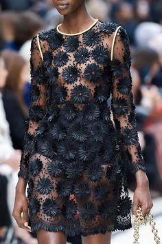 skaodi: Detalles de Burberry Primavera 2016. London Fashion Week.