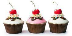 CUPCAKES. ¿Qué es un cupcake? Un #cupcake (tarta en taza), es una pequeña porción de tarta horneada en un molde similar al de las magdalenas. Suele llevar una cobertura decorativa, por lo general cremosa, la textura de su masa es jugosa y esponjosa. La receta base de un cupcake es la misma que la de cualquier otra tarta: mantequilla, azúcar, huevos, levadura y harina.