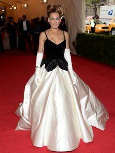 Sarah Jessica Parker, con un vestido en blanco y negro de Oscar de la Renta