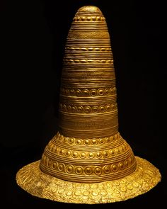 Golden Hat of Schifferstadt. Urnfield tradition, Bronze Age. Dated to 1,400-1,300 BC and the oldest of its kind found to date. Historical Museum of the Palatinate, Speyer, Germany. [OC] [1200x1500] : ArtefactPorn