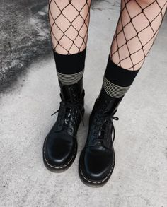 Docs and Socks: the 1460 boot, shared by o9h8n.