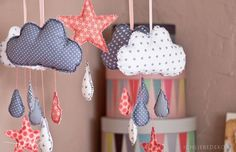 Nursery decoration - homemade baby mobile - Pratical Information Sewing For Kids, Baby Sewing, Diy For Kids, Homemade Baby Mobiles, Homemade Mobile, Baby Zimmer, Baby Party, Baby Crafts, Kids Corner
