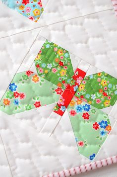 New Quilt Pattern / Neue Patchwork Anleitung: Butterfly Mini Quilt - ellis & higgs Scrap Quilt Patterns, Pattern Blocks, Vintage Quilts Patterns, Nancy Zieman, Quilting Projects, Quilting Designs, Quilting Tutorials, Quilting Ideas, Butterfly Quilt Pattern