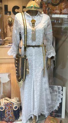 Vestido abrigo Piluca Bayarri Ibiza colección 2015, collar Mimi Scholer, bolso World Family Ibiza y cinturón en piel Modus Vivendi, sombrero artesanal
