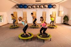 Home-based rebounding exercise isn't an old-school form of exercise for grandmas. Learn why you should add mini trampoline workouts to your routine. Mini Trampoline Workout, Backyard Trampoline, Rebounder Trampoline, Beginners Cardio, Running On Treadmill, 30 Minute Workout, Aerobics Workout, Trainer, Rebounding Exercise
