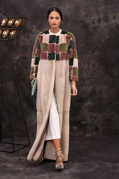 Stylish Fur: 36 Ideas for Winter Fur Fashion, Hijab Fashion, Love Fashion, Fashion Show, Womens Fashion, Fashion Design, Fashion Trends, Winter Fashion 2015, Fur Clothing