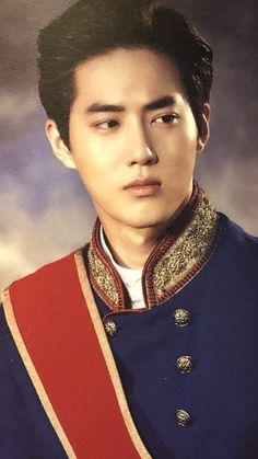 Seriously tho he needs to play a prince in something Suho Exo, Exo Minseok, Kim Jongdae, Park Chanyeol, K Pop, Kai, Kim Joon Myeon, Exo Red Velvet, Vintage Clothing