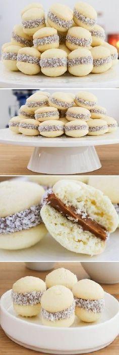 Alfajorcitos de Maicena Cookie Recipes, Dessert Recipes, Delicious Desserts, Yummy Food, Mini Cakes, Cake Cookies, Cake Pops, Love Food, Sweet Recipes