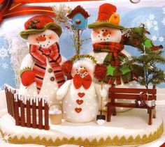 familia nieves luces 50 Christmas Clay, Christmas Images, Christmas Snowman, Christmas Crafts, Christmas Decorations, Christmas Ornaments, Holiday Decor, Snow Toys, Craft Show Ideas