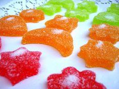 Ingredientes: 2 sobres de gelatina neutra 1 sobre de gelatina con sabor 2 tazas pequeñas de agua 3 tazas pequeñas de azúcar Azúcar granulado...