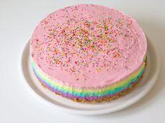 Recept: Regenboog cheesecake (zonder oven!) | Lady Lemonade Tasty, Yummy Food, Some Recipe, Cake Decorating, Food And Drink, Birthday Cake, Cooking Recipes, Desserts, Rainbow Unicorn